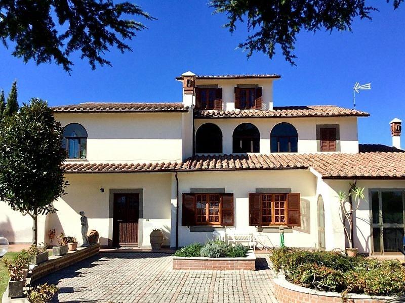 Villa viale Gualtiero Sarti, Onano