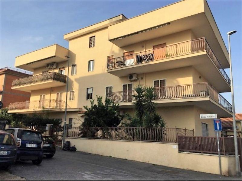 Trilocale via emilio colombo roma book immobiliare - Caparra acquisto casa ...