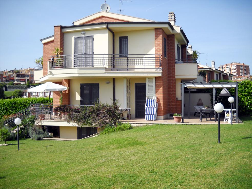 Villa a schiera via Mario Gentilini, Roma